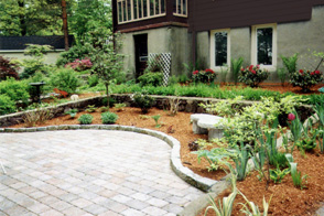 Patio with curved border